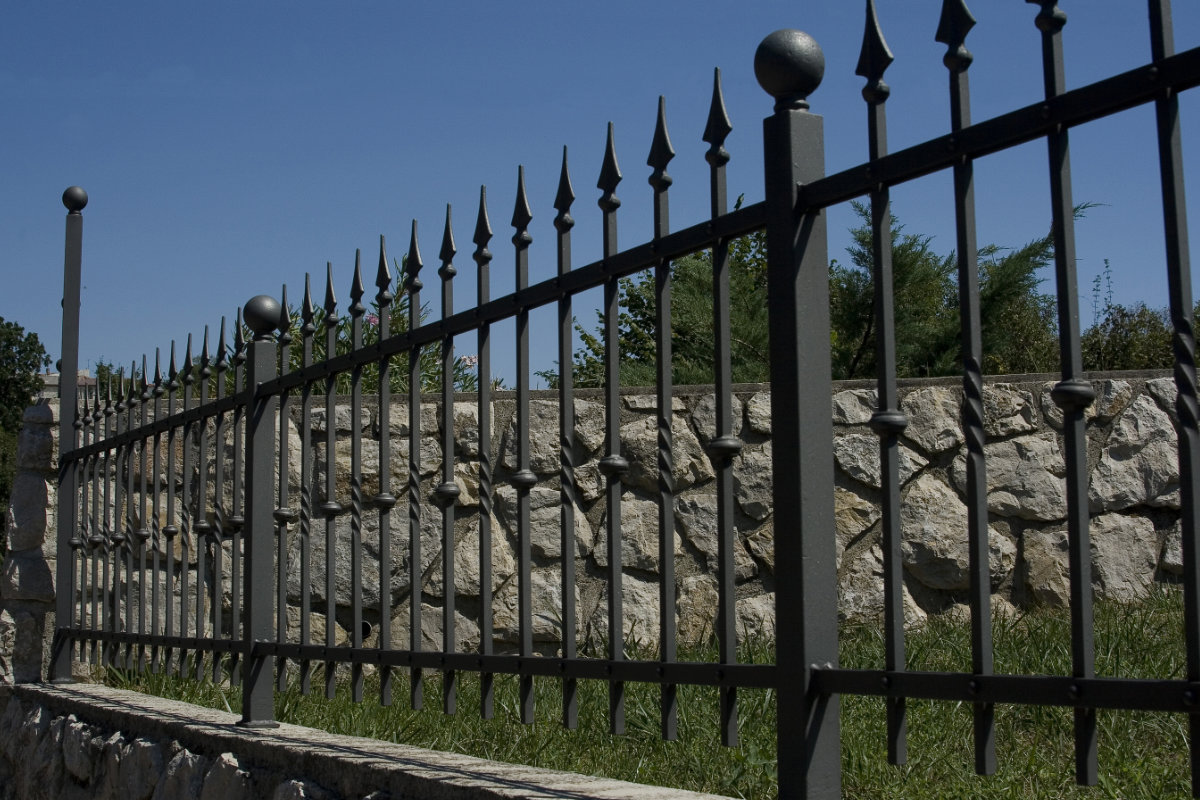 decorative fence costs per meter